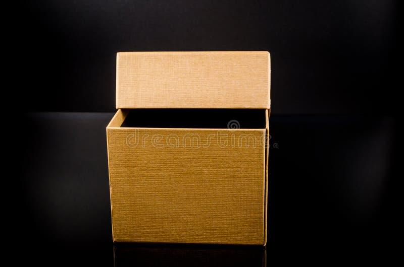 παρόν κουτί από χαρτόνι στοκ εικόνα