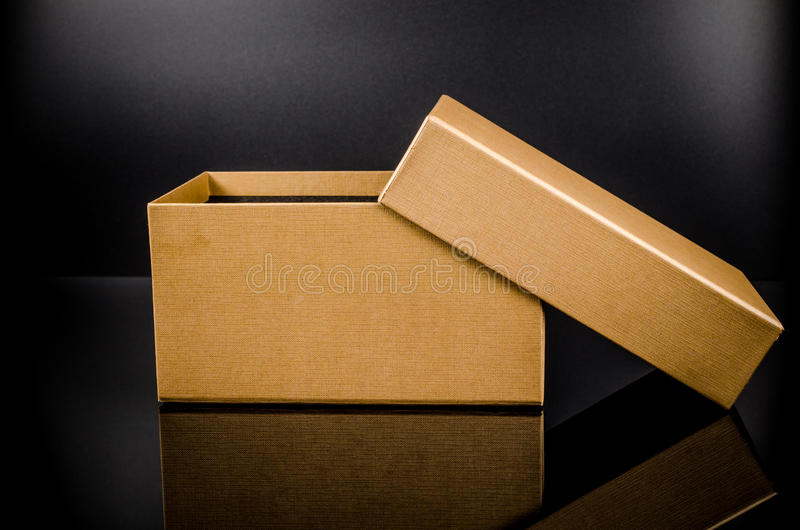 παρόν κουτί από χαρτόνι στοκ φωτογραφία