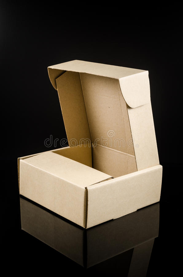 παρόν κουτί από χαρτόνι στοκ φωτογραφία με δικαίωμα ελεύθερης χρήσης