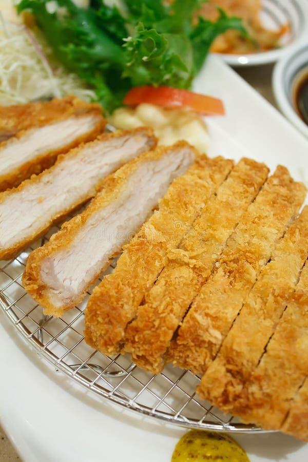 Πασπαλισμένο με ψίχουλα χοιρινό κρέας, ιαπωνικό tonkatsu ύφους τροφίμων στοκ φωτογραφίες με δικαίωμα ελεύθερης χρήσης