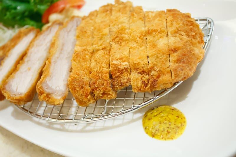 Πασπαλισμένο με ψίχουλα cutlet χοιρινού κρέατος, ιαπωνικό ύφος τροφίμων στοκ εικόνες με δικαίωμα ελεύθερης χρήσης