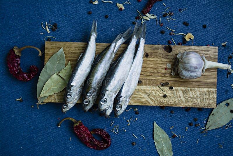 Παστά ψάρια σε μια ξύλινη στάση στοκ φωτογραφία με δικαίωμα ελεύθερης χρήσης