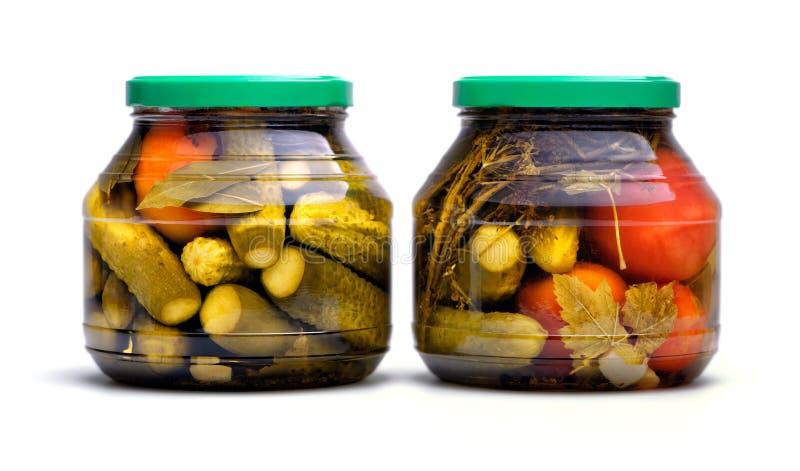 Παστωμένες αγγούρια και ντομάτες σε ένα βάζο γυαλιού στοκ φωτογραφίες με δικαίωμα ελεύθερης χρήσης