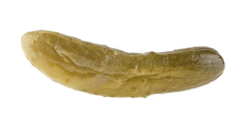 Παστωμένο αγγούρι που απομονώνεται στο λευκό στοκ φωτογραφίες