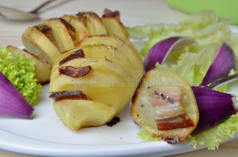 Πατάτα και λαχανικά Hasselback στοκ φωτογραφία
