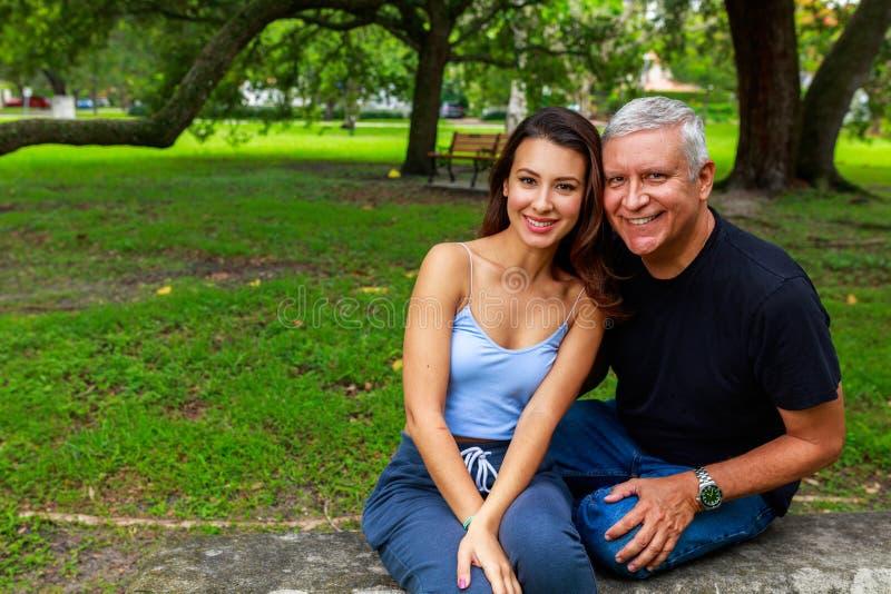 Πατέρας και κόρη στοκ εικόνα με δικαίωμα ελεύθερης χρήσης