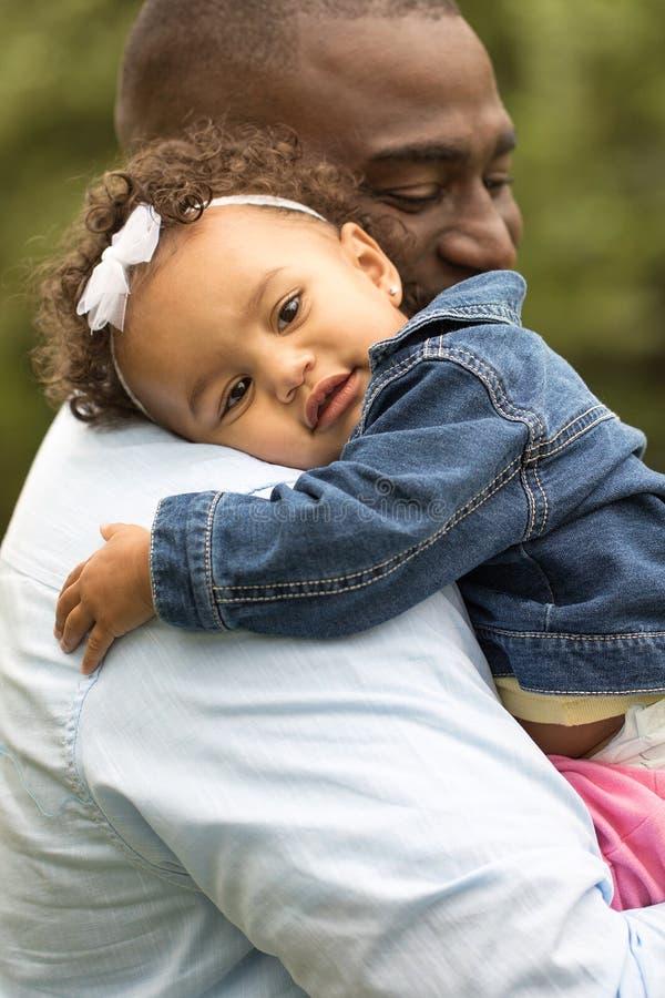 πατέρας κορών αφροαμερικά στοκ εικόνα