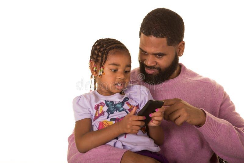 Πατέρας, κόρη και τεχνολογία στοκ φωτογραφία