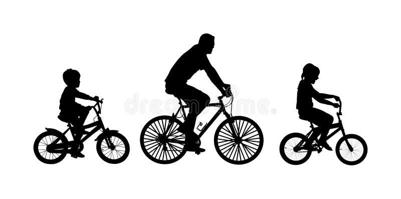 Πατέρας με τα παιδιά που οδηγούν τη διανυσματική σκιαγραφία ποδηλάτων απεικόνιση αποθεμάτων