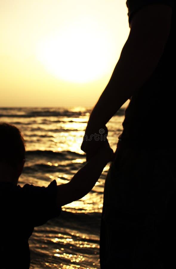 πατέρας παιδιών δικοί του στοκ εικόνα με δικαίωμα ελεύθερης χρήσης