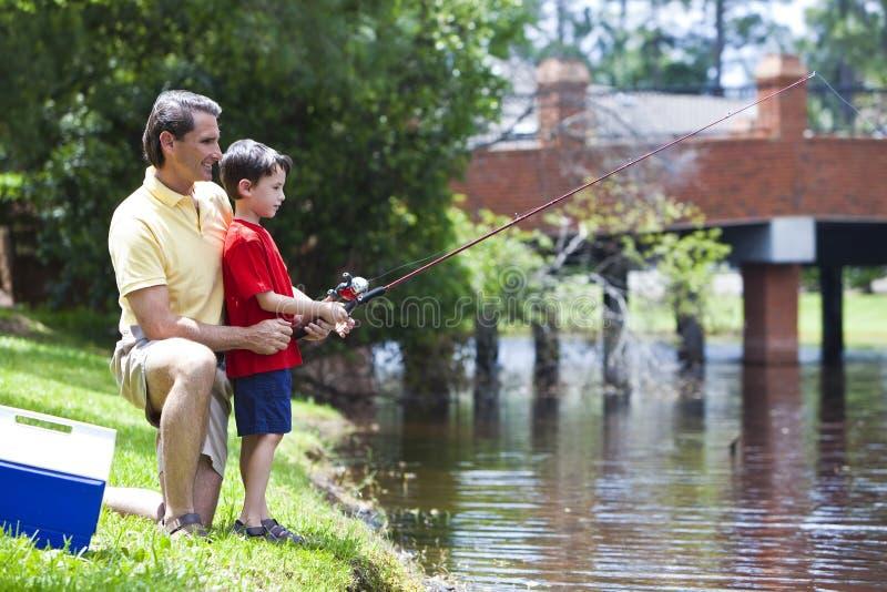 πατέρας που αλιεύει το γ στοκ φωτογραφία με δικαίωμα ελεύθερης χρήσης