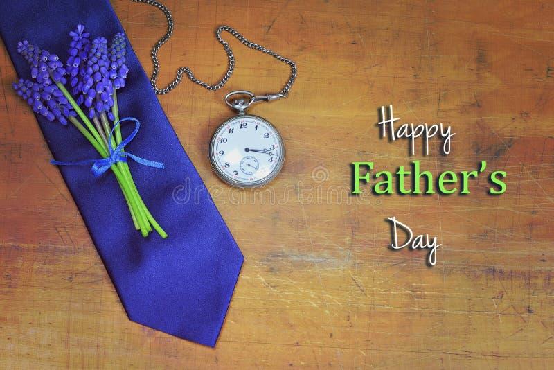 πατέρες ημέρας ευτυχείς Κάρτα ημέρας πατέρων με το δεσμό ημέρας πατέρων, λουλούδι στοκ εικόνες