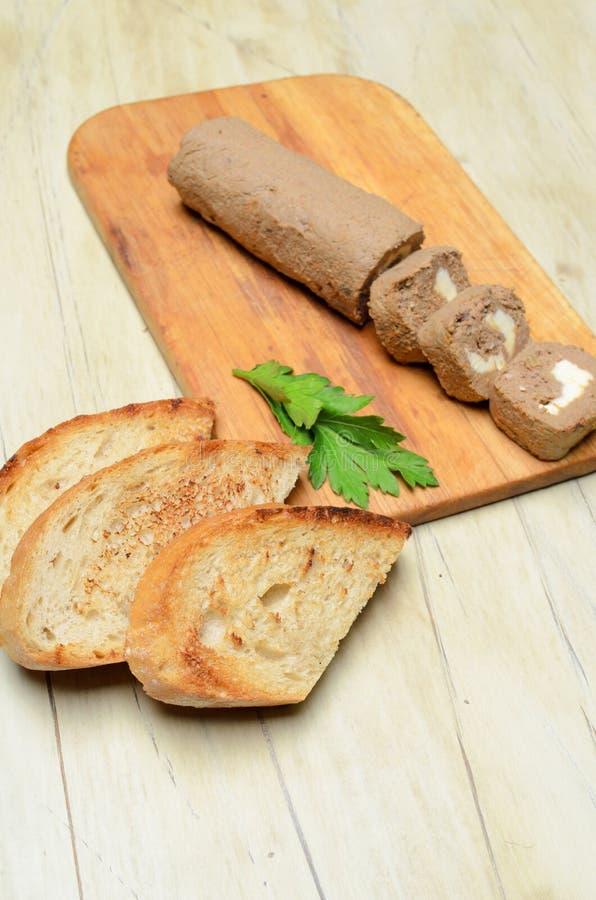 Πατέ ρόλων και φέτες του ψημένου ψωμιού στοκ φωτογραφίες με δικαίωμα ελεύθερης χρήσης