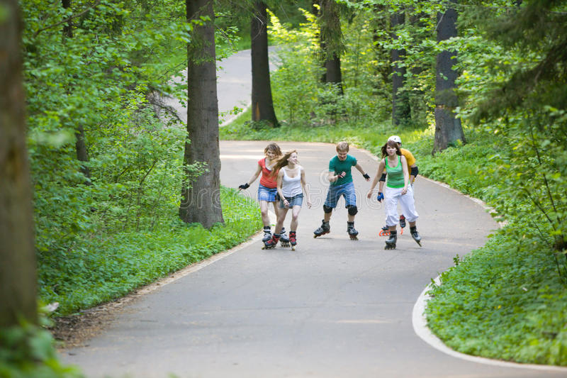 πατινάζ ανθρώπων πάρκων στοκ εικόνες