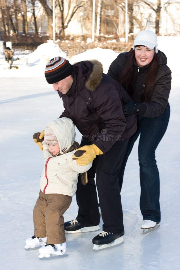 πατινάζ οικογενειακών α&io στοκ φωτογραφία με δικαίωμα ελεύθερης χρήσης