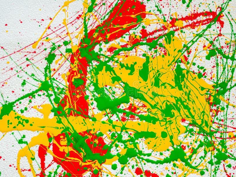 Παφλασμοί του κόκκινου και κιτρινοπράσινου χρώματος σε ένα άσπρο υπόβαθρο διανυσματική απεικόνιση