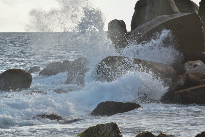 Παφλασμός θάλασσας - Σεϋχέλλες στοκ εικόνα με δικαίωμα ελεύθερης χρήσης