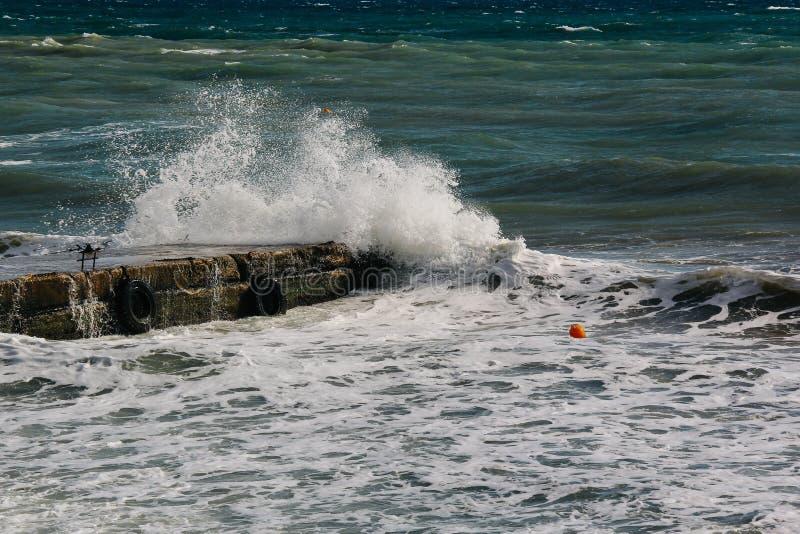 Παφλασμός κυμάτων θάλασσας στοκ φωτογραφία με δικαίωμα ελεύθερης χρήσης