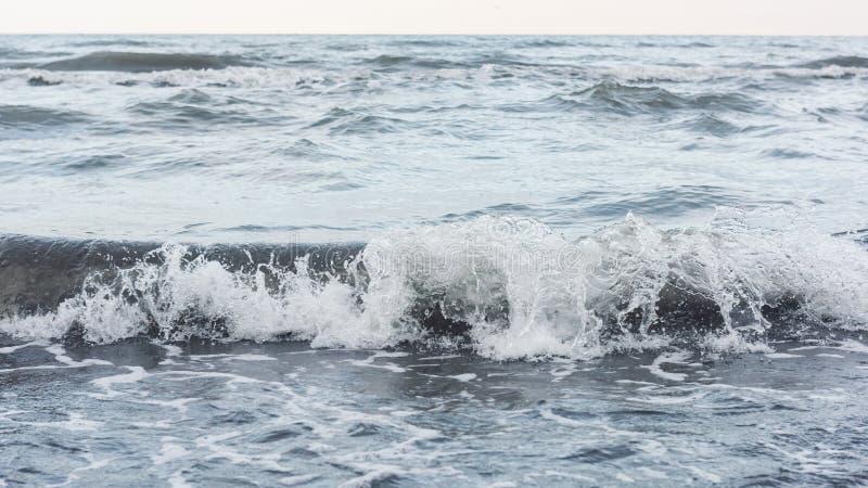 Παφλασμός κυμάτων θάλασσας στοκ εικόνα