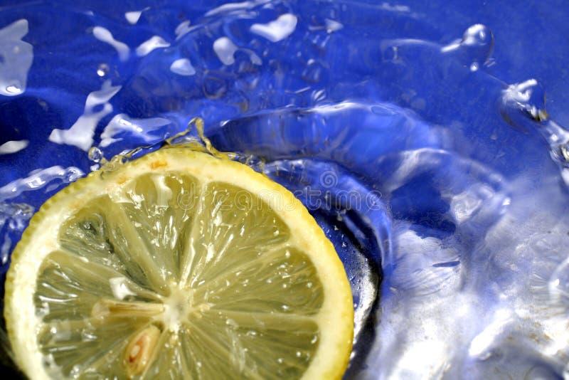 Download παφλασμός λεμονιών στοκ εικόνες. εικόνα από ράντισμα, φως - 378036