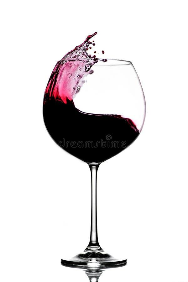 Παφλασμός του κόκκινου κρασιού σε ένα γυαλί στοκ εικόνα με δικαίωμα ελεύθερης χρήσης