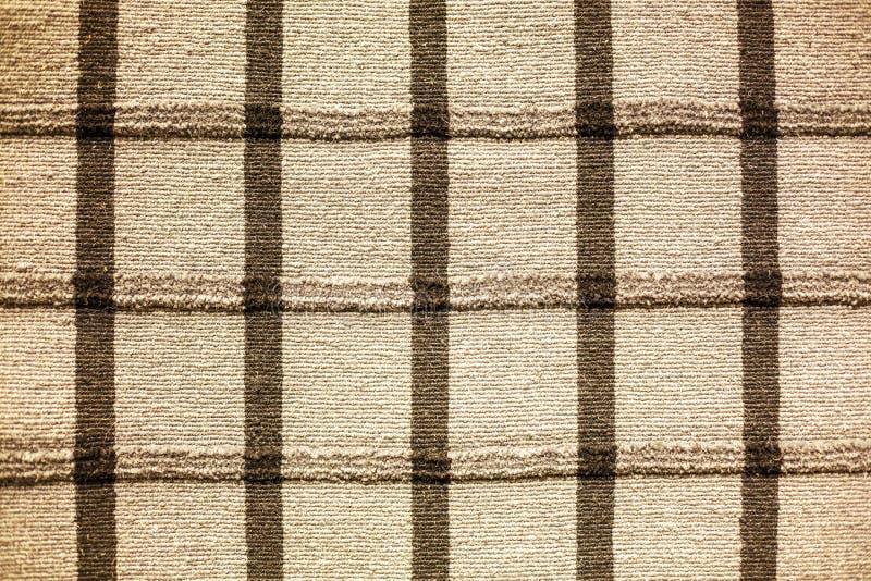 Παχιά ριγωτή κουβέρτα ύφανσης στο πάτωμα στοκ εικόνες