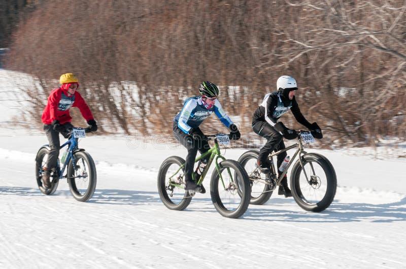 2014 παχιά ρόδα Loppet κύκλων Penn - τρεις ποδηλάτες στη σειρά μαθημάτων στοκ φωτογραφίες