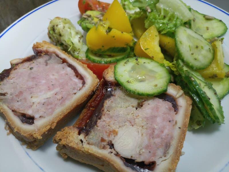 Παχιά φέτα hock χοιρινού κρέατος, της Τουρκίας και ζαμπόν της πίτας στοκ εικόνες με δικαίωμα ελεύθερης χρήσης