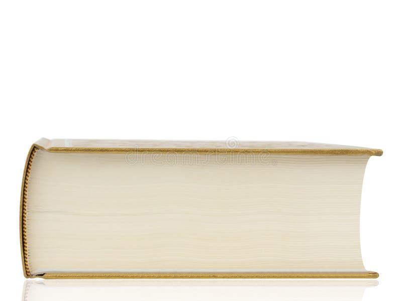 Παχύ βιβλίο με τη χρυσή κάλυψη που απομονώνεται στο άσπρο υπόβαθρο στοκ εικόνα