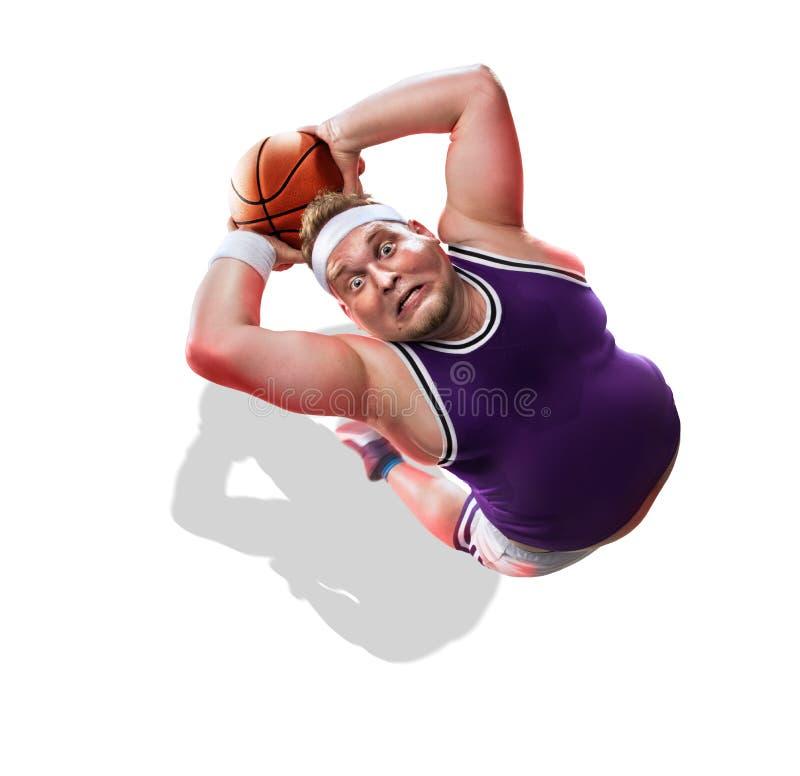 Παχύ μη επαγγελματικό παίχτης μπάσκετ στη δράση Διασκέδαση απομονωμένος στοκ φωτογραφία