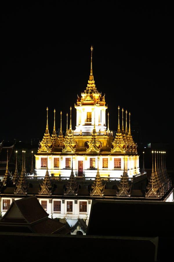 Παλάτι μετάλλων Prasat Loha τη νύχτα στοκ εικόνες