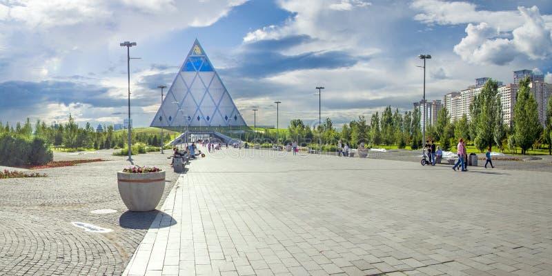 Παλάτι της ειρήνης και της συμφιλίωσης στην πόλη Astana στοκ φωτογραφία με δικαίωμα ελεύθερης χρήσης