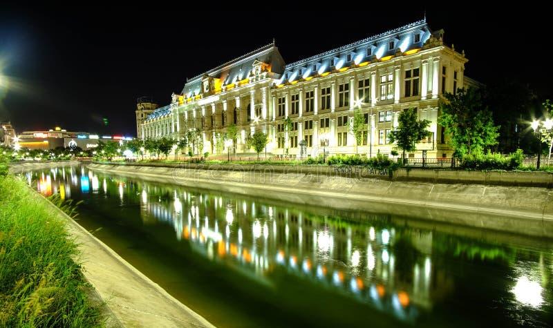 Παλάτι της δικαιοσύνης στο Βουκουρέστι τη νύχτα στοκ φωτογραφία με δικαίωμα ελεύθερης χρήσης