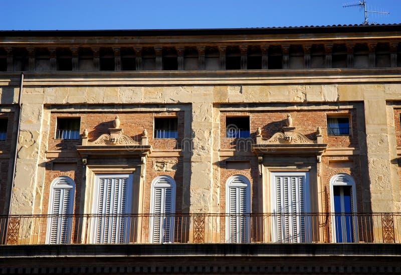 Παλάτι των πάγκων στο πόλης κέντρο στη Μπολόνια (Ιταλία) στοκ φωτογραφία