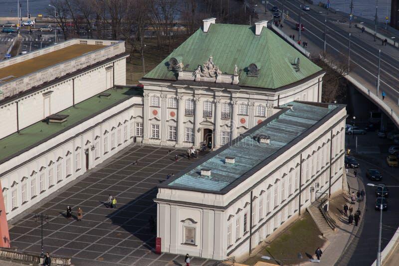 Παλάτι χαλκός-στεγών στη Βαρσοβία που βλέπει άνωθεν στοκ εικόνες