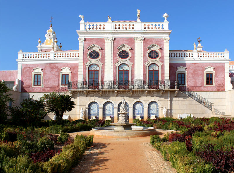 Παλάτι Estoi, μια εργασία της ρομαντικής αρχιτεκτονικής μοναδική μέσα στοκ φωτογραφία