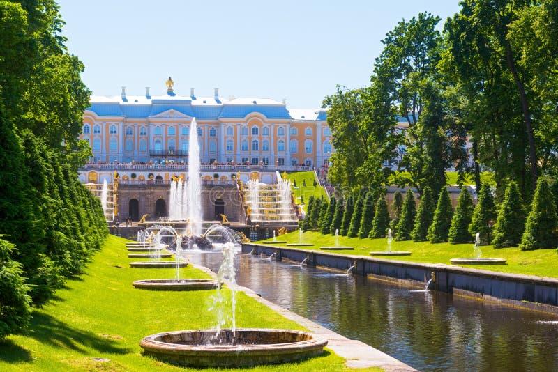 Παλάτι Peterhof σε Άγιο Πετρούπολη, Ρωσία στοκ φωτογραφία