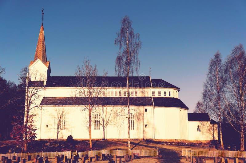 Παλαιά άσπρη ξύλινη εκκλησία στοκ εικόνα με δικαίωμα ελεύθερης χρήσης