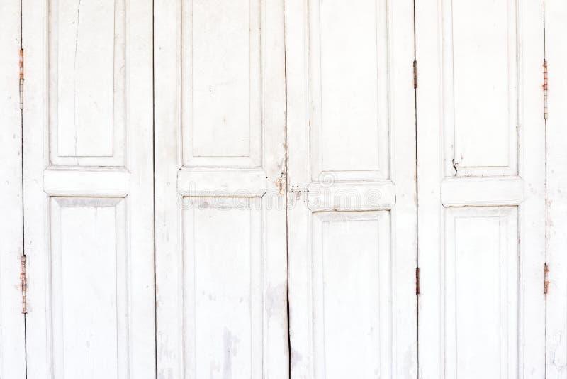 Παλαιά άσπρη ξύλινη πόρτα στοκ εικόνες με δικαίωμα ελεύθερης χρήσης