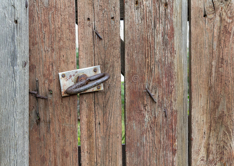 Παλαιά λαβή ξύλου και πορτών στοκ εικόνα με δικαίωμα ελεύθερης χρήσης