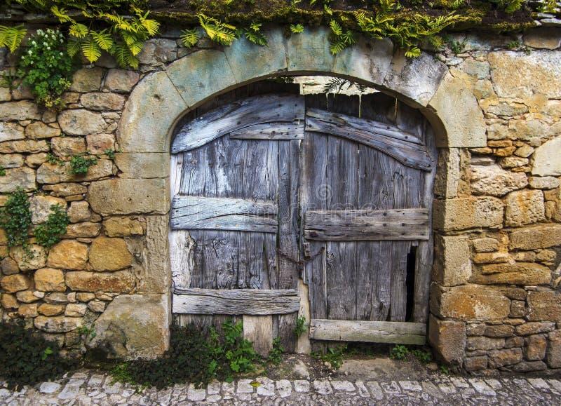 Παλαιά αγροτική ξύλινη πύλη στοκ φωτογραφία με δικαίωμα ελεύθερης χρήσης