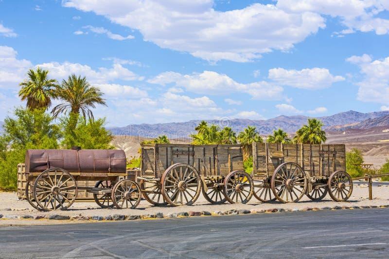 Παλαιά βαγόνια εμπορευμάτων στην κοιλάδα θανάτου στοκ εικόνες