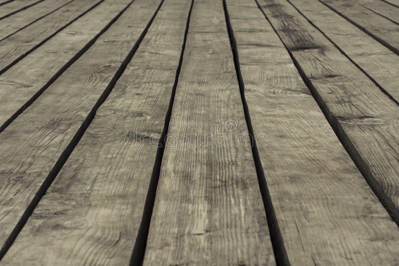 Παλαιά γκρίζα floorboards με τα χάσματα, κινηματογράφηση σε πρώτο πλάνο, υπόβαθρο, σύσταση στοκ εικόνα με δικαίωμα ελεύθερης χρήσης
