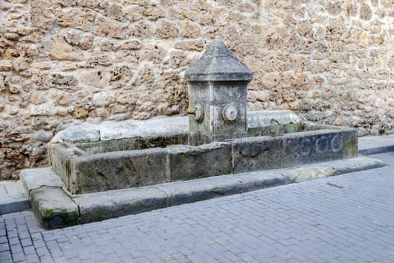 Παλαιά γούρνα πηγών και κατανάλωσης Burgo de Osma στοκ φωτογραφία