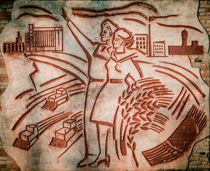 Παλαιά εγκαταλειμμένη σοβιετική τοιχογραφία στον τοίχο Dobrush, Λευκορωσία στοκ εικόνες με δικαίωμα ελεύθερης χρήσης
