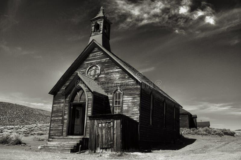 Παλαιά εκκλησία στο ιστορικό σώμα Καλιφόρνια πόλεων-φάντασμα στοκ εικόνα