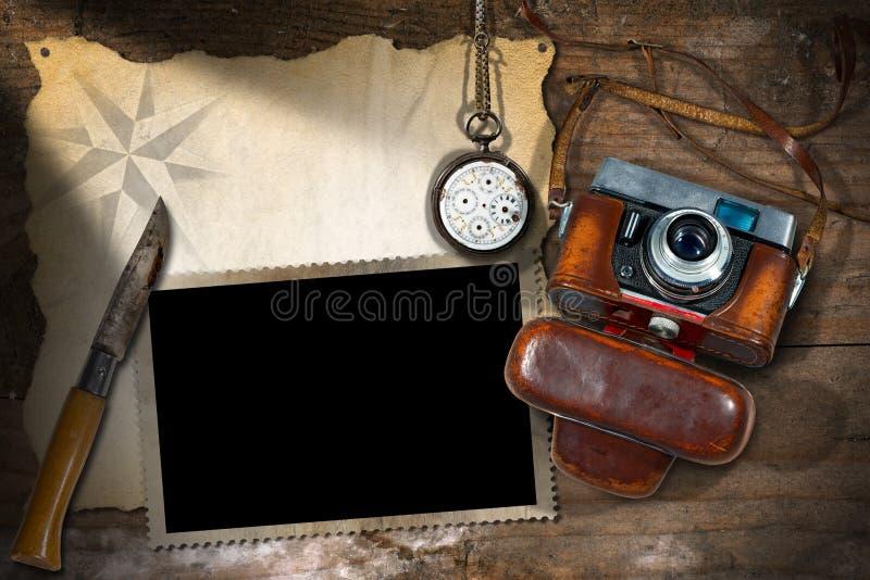 Παλαιά εκλεκτής ποιότητας κάμερα - ταξίδι περιπέτειας στοκ εικόνες