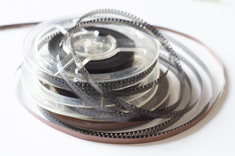 Παλαιά εξέλικτρα με τη γραπτή ταινία και τη μαγνητική κασέτα στοκ εικόνες