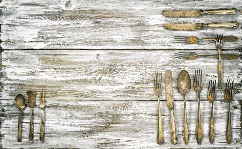 Παλαιά εργαλεία κουζινών υποβάθρου μαχαιροπήρουνων αγροτικά ξύλινα vintag στοκ φωτογραφία