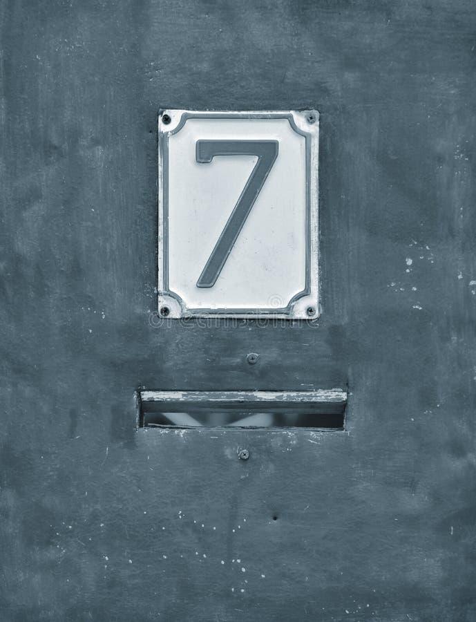 Παλαιά ετικέτα διευθύνσεων σπιτιών αριθμός 7 στοκ εικόνα